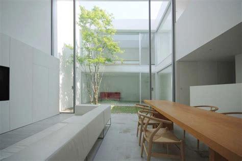 idees pour amenager une petite cour interieure minimaliste