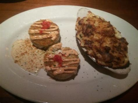 crab cakes     picture   alexanders