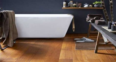 parquet sol pvc carrelage en sol salle de bain grise