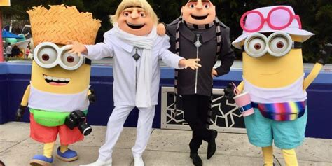 video  despicable   meet  greets introduce gru
