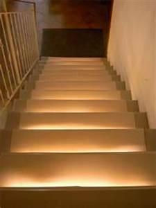 Indirekte Beleuchtung Treppe : indirektes treppenlicht mit ledbeleuchtung ~ Pilothousefishingboats.com Haus und Dekorationen