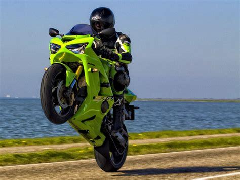 How To Do Wheelie On Motorbike