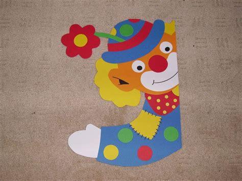 basteln fasching vorlagen fenstergucker clown mit blume cintia fasching karneval und karneval dekorationen