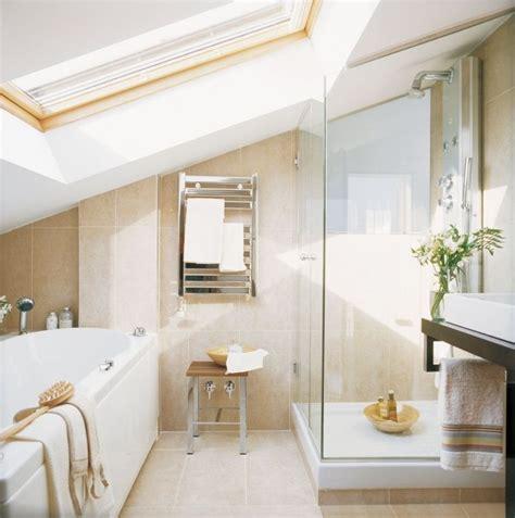 Kleines Badezimmer Dachschräge by Kleines Badezimmer Mit Dachschr 228 Ge Badewanne Und