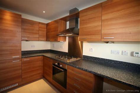 Pictures of Kitchens   Modern   Medium Wood Kitchen Cabinets