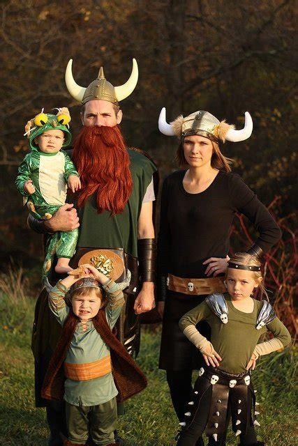 familias  se disfrazaron  halloween juntas