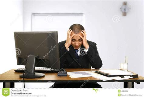 tension des employ 233 s dans bureau photo libre de droits image 4664115