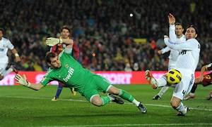Iker Casillas Photos Photos - Barcelona v Real Madrid - La ...
