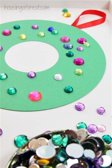 construction paper christmas crafts construction paper wreath housing a forest