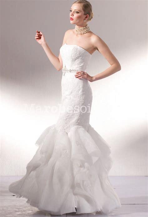 robe de mariée près du corps une robe de mari 233 e sir 232 ne pr 232 s du corps avec ceinture