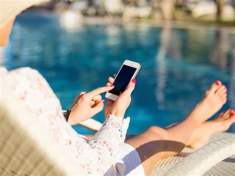 5 Tips To Cut The Cost Of Using Your Mobile Abroad