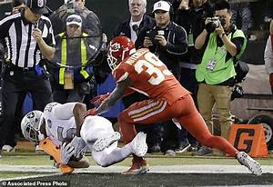 Raiders score on final play to beat Chiefs 31-30 | Daily ...