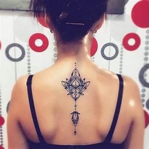 Idée De Tatouage Femme : idee tattoo mandala dos bijou pendentif pour femme ~ Melissatoandfro.com Idées de Décoration