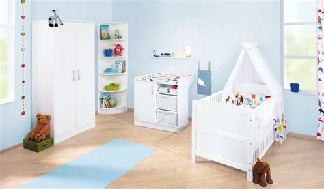 chambre bébé autour de bébé lit bébé évolutif 140x70 et commode à langer