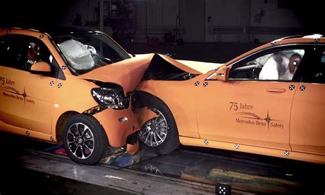 test crash siege auto 2016 smart fortwo faces mercedes s class in crash test