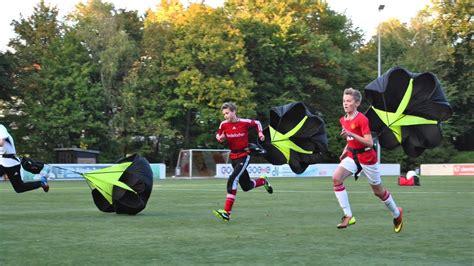 Compare the borrowing football (american football). Athletik Training Fussball KSC 51 Saison Vorbereitung - YouTube
