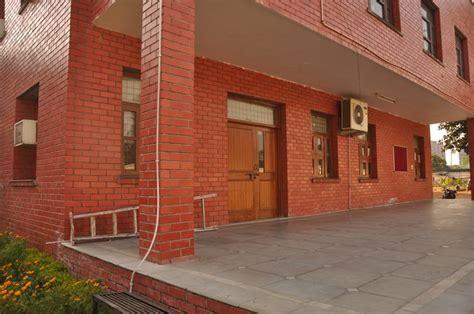 Mulai dari tembok dengan bata dan. Gambar Bata Expose Solusi Desain Eksterior Bangunan Pusat ...