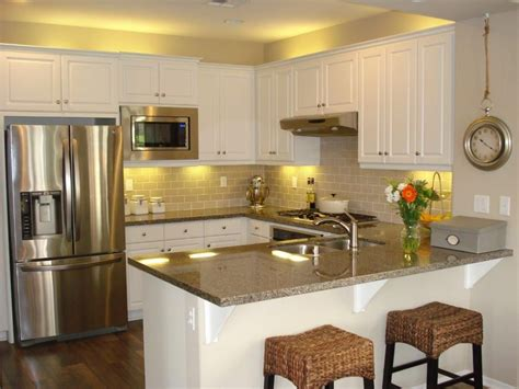 kitchen u shaped design ideas traditional kitchen with breakfast bar hardwood floors 8679