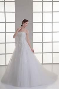 robe de mariee en dentelle raffine avec bijoux et With robe de mariée dentelle avec bijoux or homme