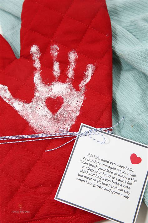 handprint oven mitt  idea room