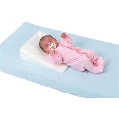 baby wedge pillow delta baby rest easy small wedge pillow babymarkt