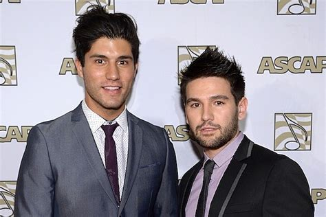 Dan + Shay Reveal How They Met ... In A Living Room Tent