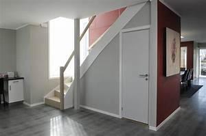 Dressing Petit Espace : dressing sous escalier pour exploiter l espace perdu et les rangements ~ Teatrodelosmanantiales.com Idées de Décoration