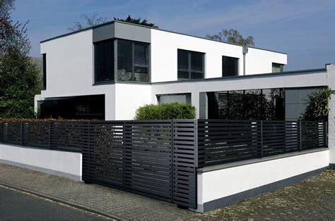 Moderne Häuser Mit Zaun by Modell Linea Der Waagerechte Alu Lamellenzaun Guardi