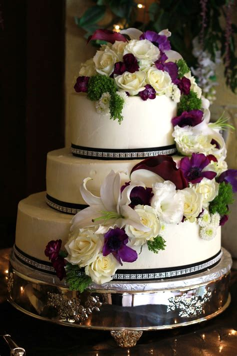 Exquisite Cookies 3 Tier Wedding Cake With Fresh Flowers