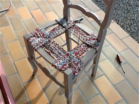 rempaillage chaise rempaillage de chaise avec du tissu astuces et