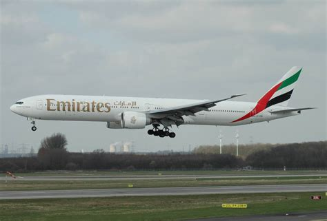 Jet Airlines: Emirates Airlines 777