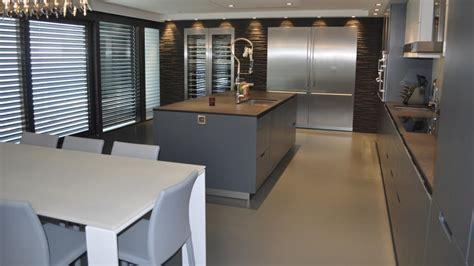 cuisine basalte un agencement confortable et un office cosy minos laquée