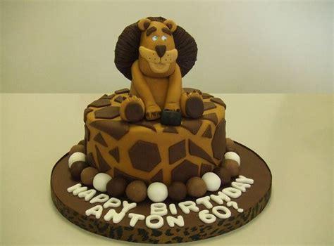 Lion theme birthday cake.JPG (2 comments)