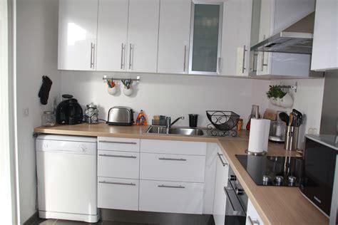 cuisine blanche contemporaine cuisine en bois et blanc le bois chez vous