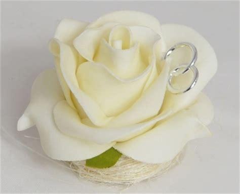 gastgeschenk rose im sisalnest mit ringen
