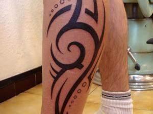 Tatouage Mollet Tribal : tatouage mollet tribal homme par photo tatouage ~ Farleysfitness.com Idées de Décoration