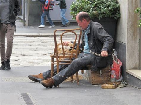 rempailleur de chaise le rempailleur de chaises completementflou
