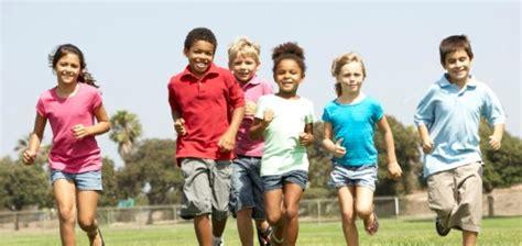 10 Brincadeiras Que Divertiam As Férias Na Infância Obaoba