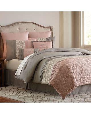 Surprise! 50% Off Vcny 8 piece Blush Clover Comforter Set