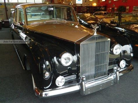 Vintage, Classic And Old Cars Showroom (page 117