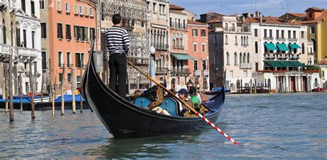 Gondola Boat Operator by St Mark Basilica Tour Doge S Palace Gondola Ride Venice