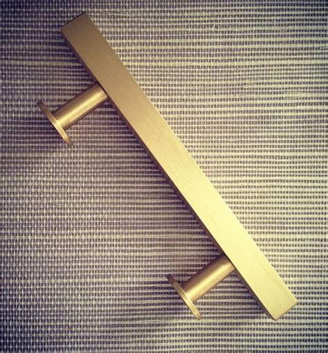 30683 brass furniture pulls expert get the look brass kitchen cabinet pulls modern classic