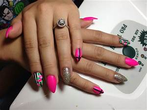 Cross & hot pink roses - Nail Art Gallery