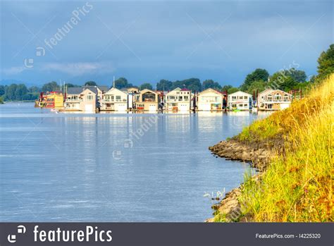 Houseboat Size by Houseboats Image