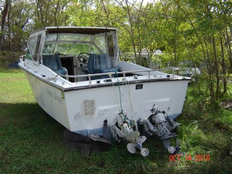 Formula Boat Forum by 66 Formula 233 The Hull Boating And Fishing Forum