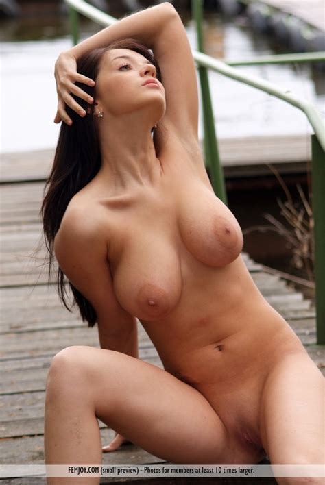 Naturally Busty And Slim Models Naked