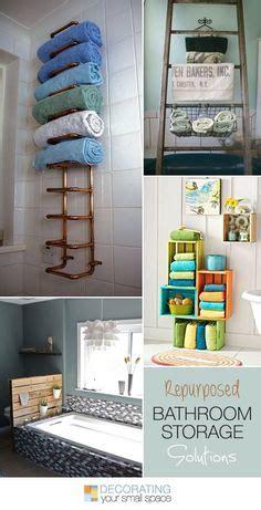 cut   curtain rod  hang wicker baskets  cute easy bathroom storage apartment