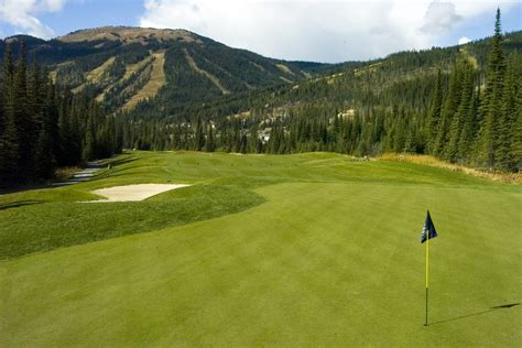 Golf Course and Mountain Views: The Ideal Backyard