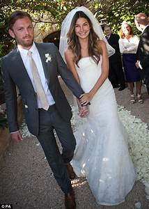 victoria39s secret model lily aldridge marries kings of With pete hegseth no wedding ring