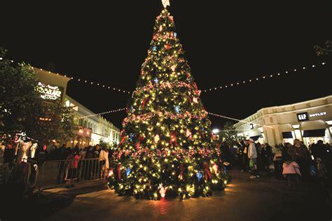 file december on the red louisiana boardwalk giant christmas tree 2 jpg wikimedia commons